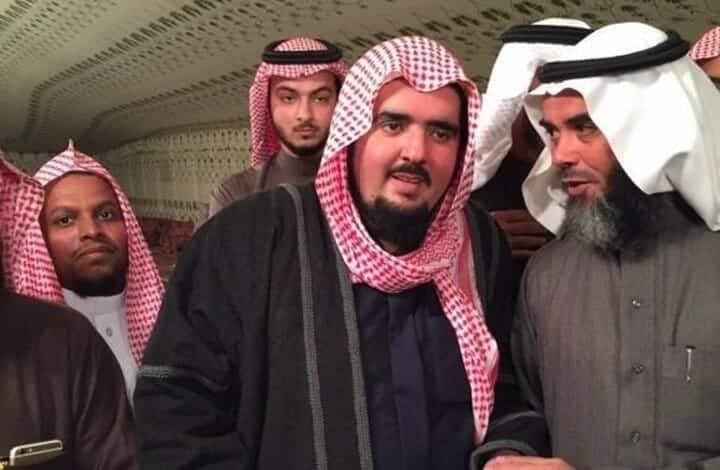 """عبد العزيز بن فهد لـ""""محمد آل الشيخ"""": الملك سلمان ليس مصدرا للسلطات ودستوركم """"بلوه واشربوه"""""""