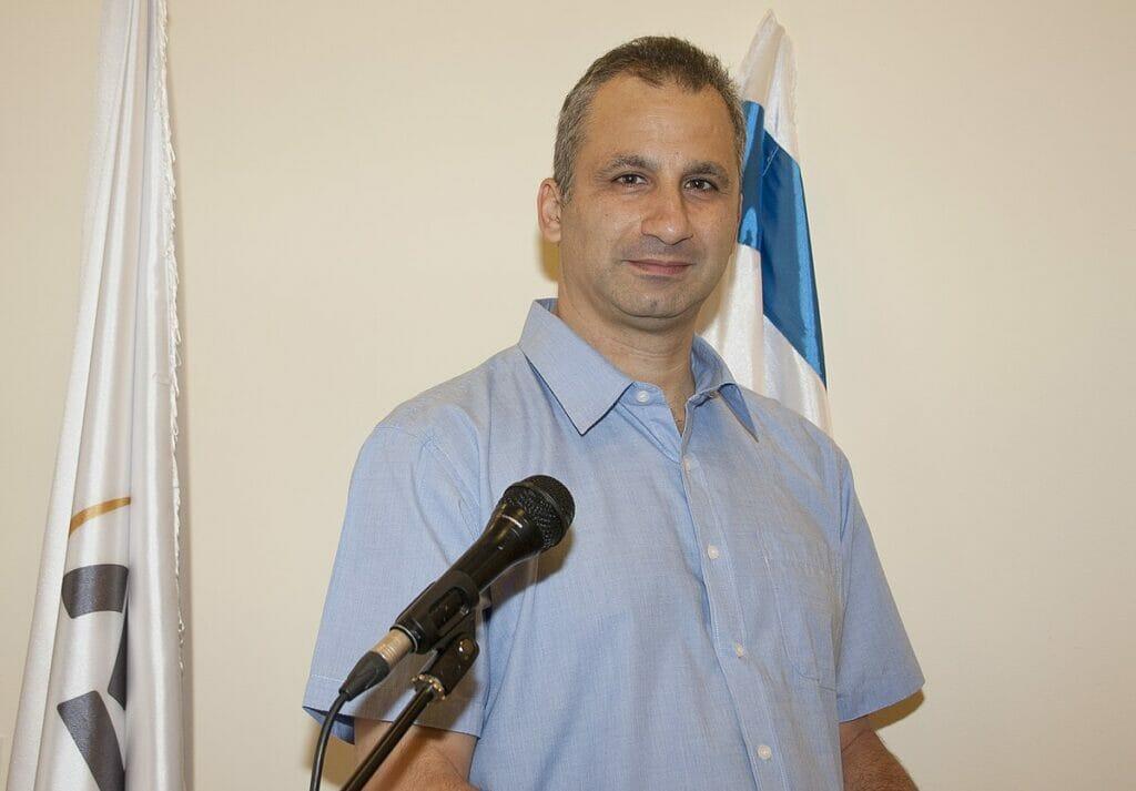 صحافي إسرائيلي يحتفي بتفاعل كتاب ومغردي النظام السعودي مع وسم #نريد_سفارة_لإسرائيل_بالرياض