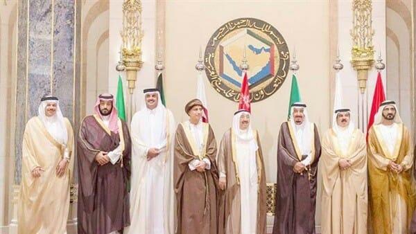 """حصار قطر لم يُذكر بكلمة .. قمّتان في مكة خلال ساعات والنتيجة """"إدانات"""" لإيران والحوثيين!"""
