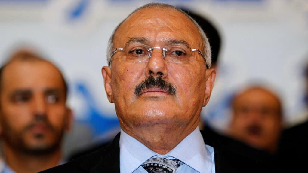 هكذا ردّ علي عبدالله صالح عندما أخبروه بنيّة الحوثيين إعدامه على طريقه صدام حسين