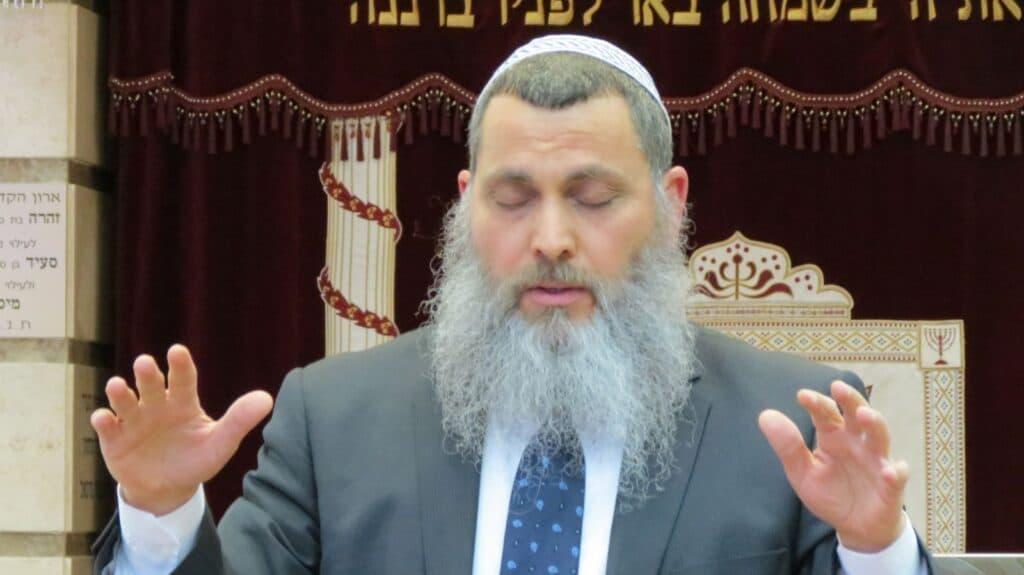 """""""شاهد"""" حاخام يهودي متطرف أعجب بشخصية السيسي: اللهم ثبته في منصبه ودمر كل يثور عليه!"""