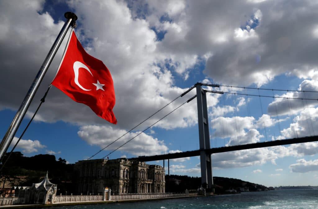 """أكبر عملية أمنية ضد أوكار الدعارة.. اعتقال """"50"""" بائعة هوى و""""21″ قواداً في تركيا وهذا ما عُثر عليه بحوزتهم"""