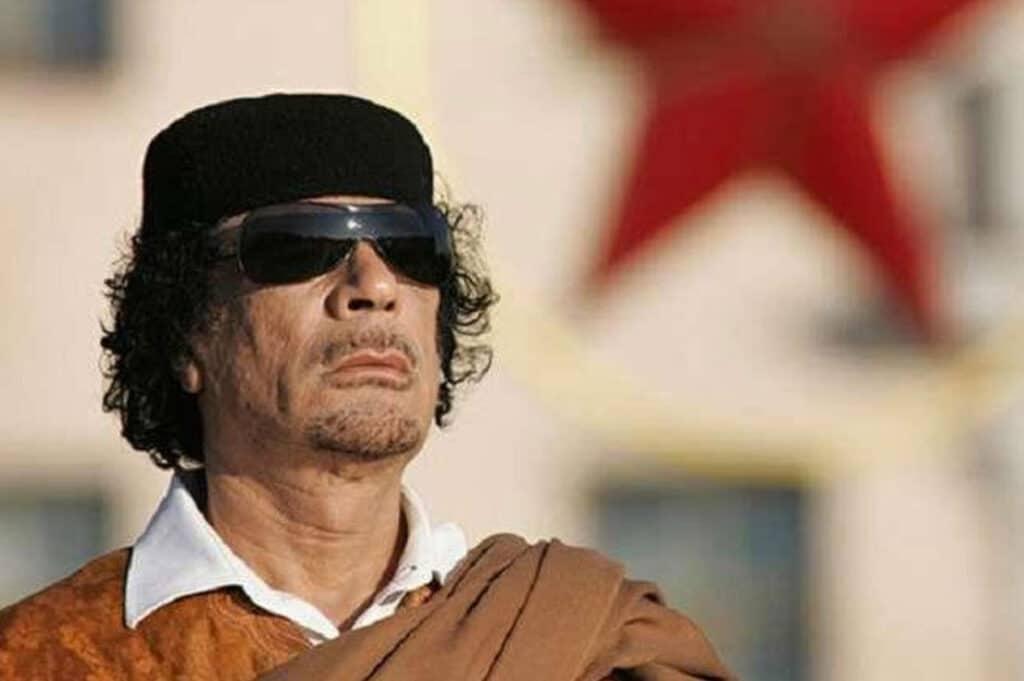 """""""شاهد"""" معمر القذافي أول من اقترح """"صفقة القرن"""" وأثار سخرية جميع الزعماء العرب ومن بينهم محمود عباس"""