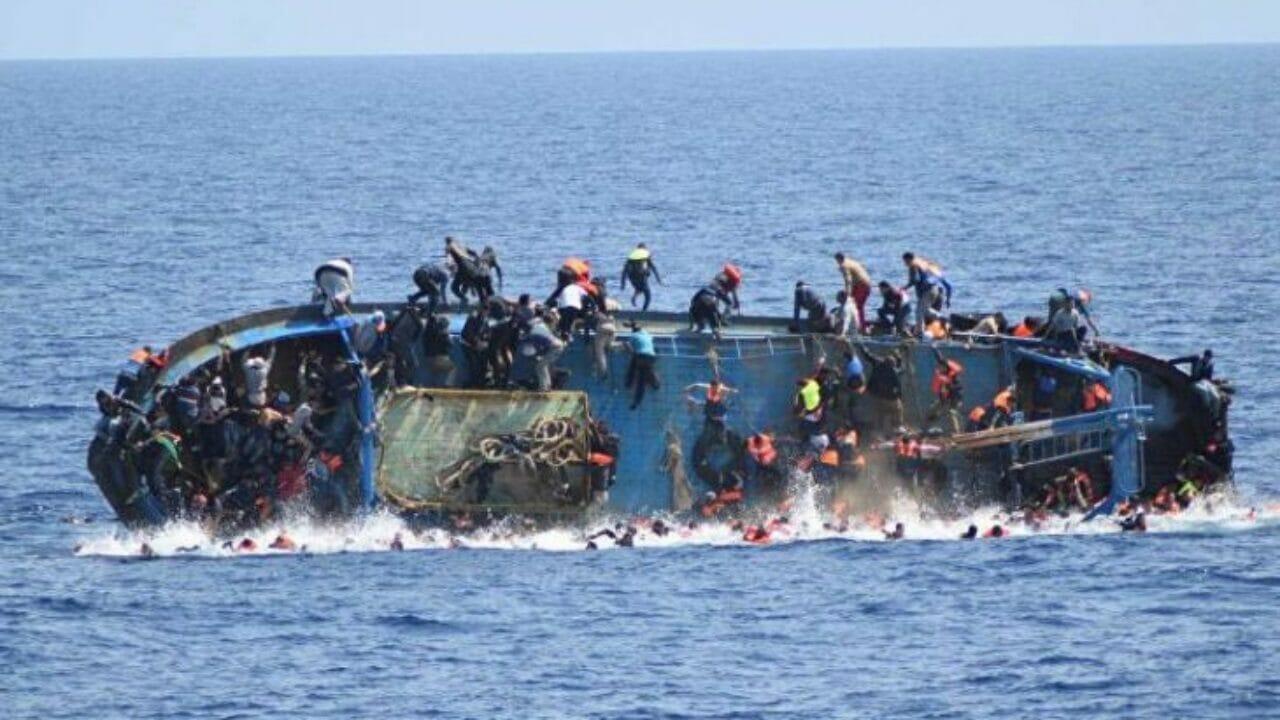 فاجعة غرق قارب صيد في عُمان