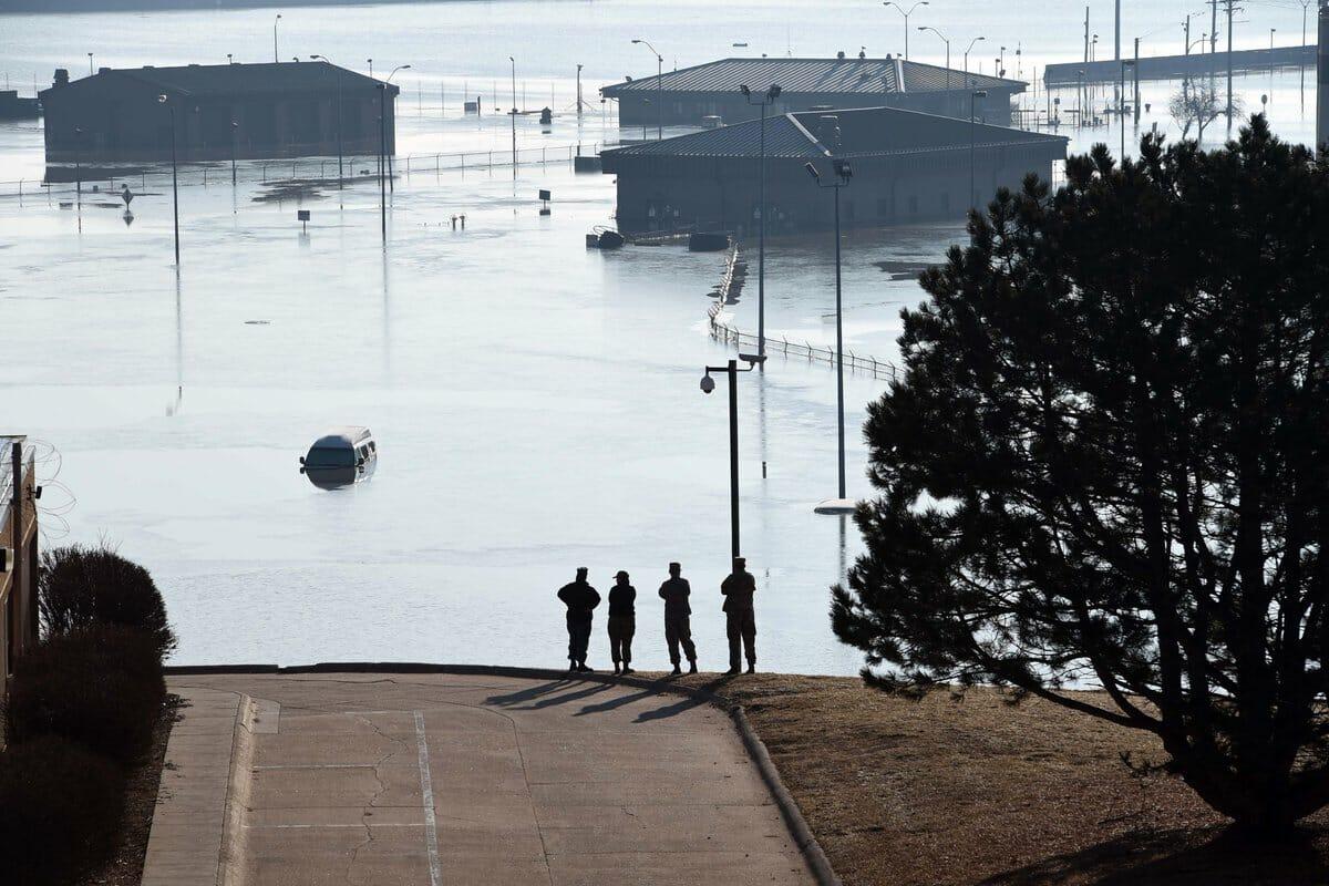 فيضان نهر ميسوري إلى غرق طائرات يوم القيامة الأمريكية