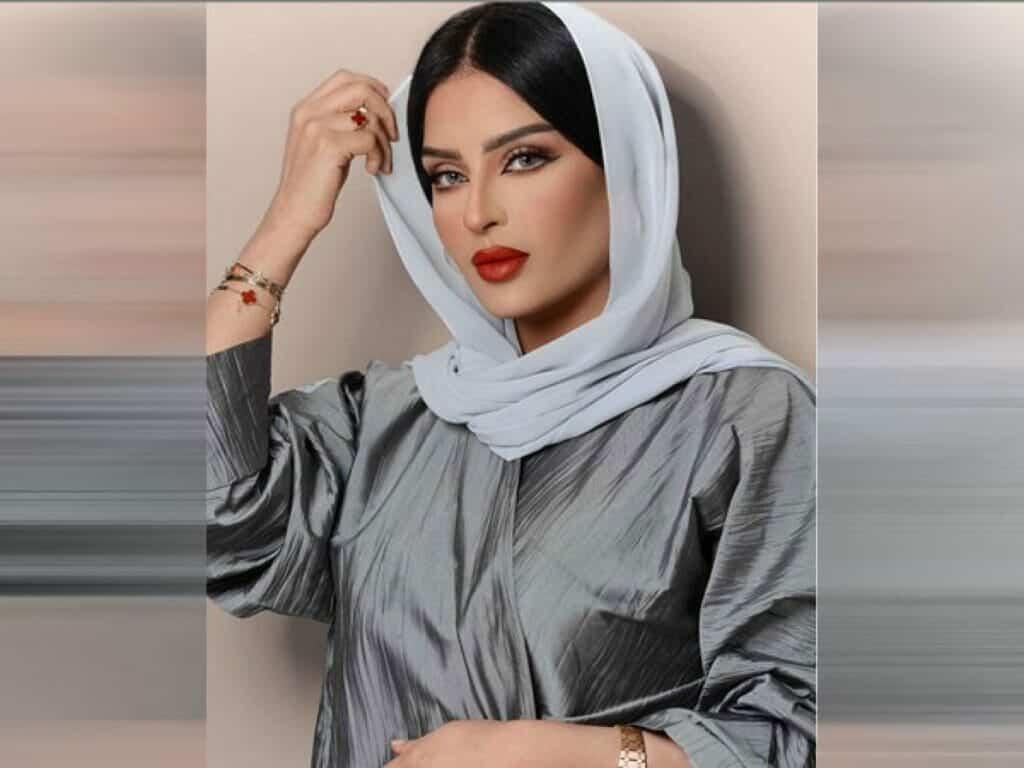 الفاشينستا السعودية بدور البراهيم تخفي وجهها بالنقاب!