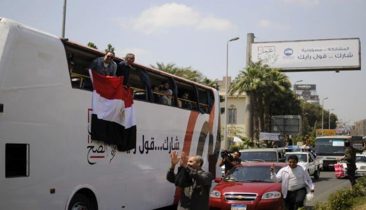 حافلة تروّج للتعديلات الدستورية في مصر