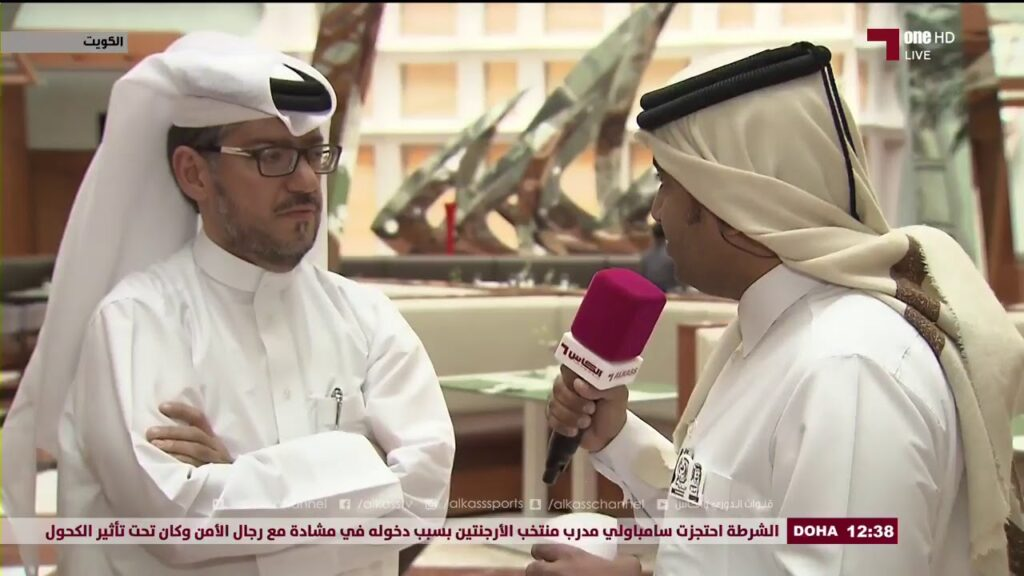 صحفي قطري يلجم وزير خارجية البحرين بعد تغنيه بحصار قطر: مضحك جداً عندما نجد صعاليك وأوباش يتحدثون عن قطر