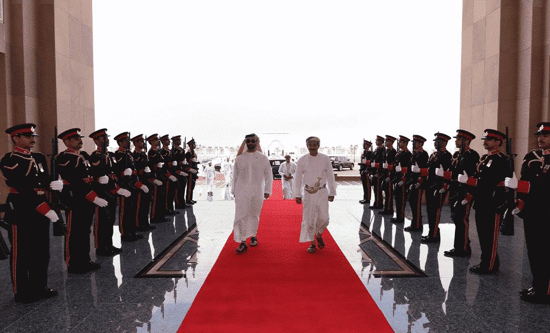 """""""الحل في مسقط"""".. طحنون بن زايد يصل فجأة الى سلطنة عمان بتعليمات شقيقه الأكبر بعد لقاء """"بن سلمان"""" بالسلطان"""