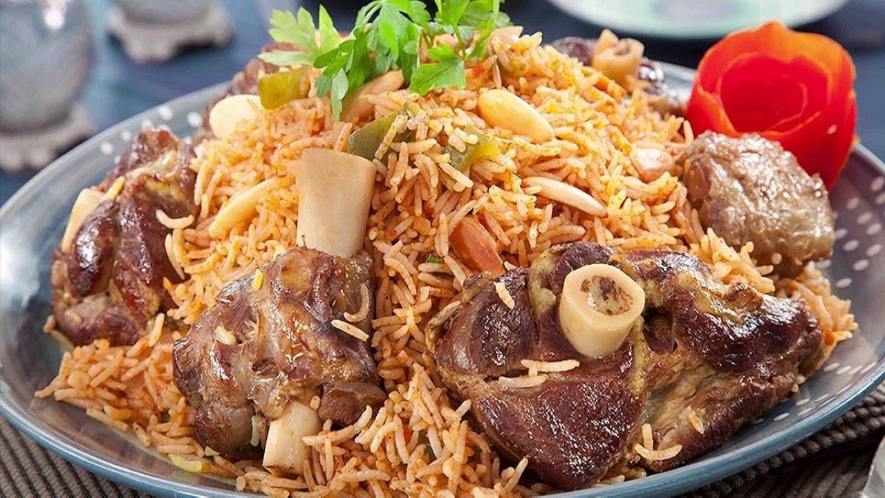 """""""الكبسة الكيميائية"""".. """"شاهد"""" مورد أطعمة يفجر مفاجأة ويكشف عن """"كارثة"""" تفعلها مطاعم شهيرة في السعودية"""