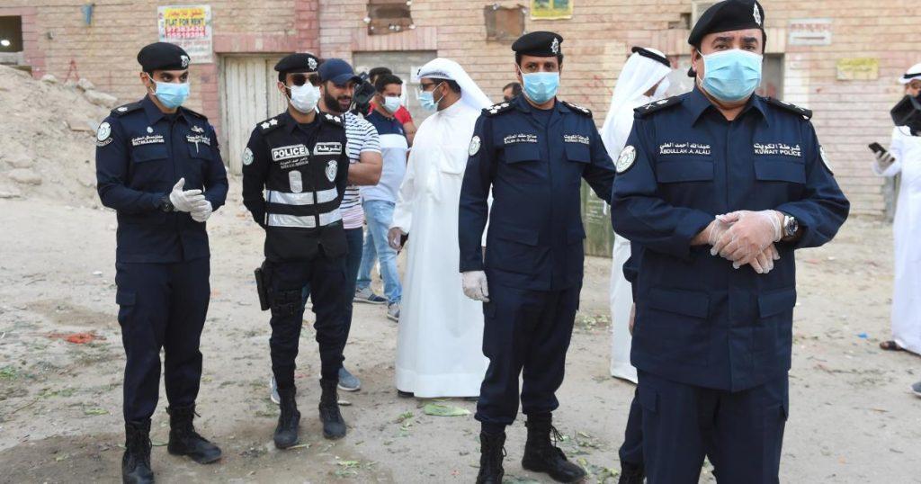 """فضيحة في الشارع.. الشرطة الكويتية تُنقذ وافدة عربية من زوجها """"النذل"""" وهذا ما جرى!"""