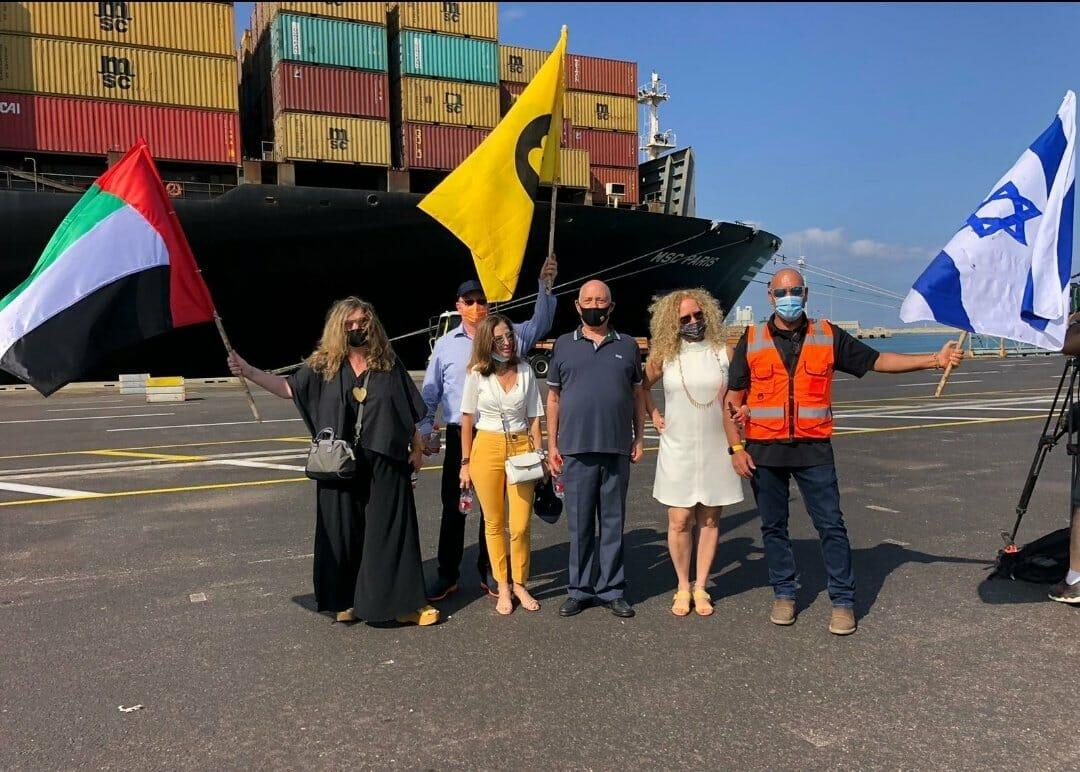 """ملك """"جزيرة الرتويت"""" يُسير أول سفينة شحن بحرينية إلى إسرائيل بأوامر من ابن زايد ومهرجان """"خلع السراويل"""" مستمر"""