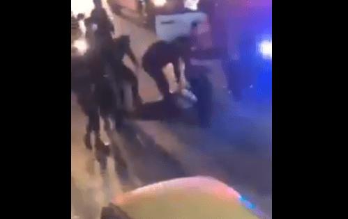"""""""اللي بدو يصور يصور"""".. """"شاهد"""" نشامى الأمن الأردني يدعسون على رأس أزعر حاول مقاومتهم وهذا ما حصل!"""