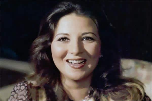 """""""كله زائل وما دائم إلا وجه الله"""".. """"شاهد"""" إطلالة صادمة لـ بوسي التي حيرت مصر بجمالها وهكذا أصبحت بعمر الـ66"""