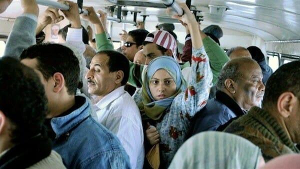 """فيديو تحرش يهزّ عمان .. """"شاهد"""" ماذا فعل قليل أدب بفتاة داخل حافلة عامة!"""