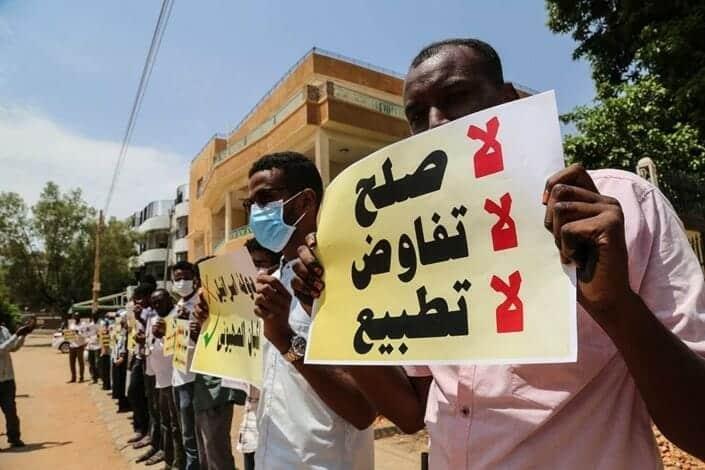 """""""شاهد"""" رئيس دائرة فتوى """"علماء السودان"""" ينافس القرني ووسيم يوسف في مهرجان """"خلع السراويل"""": التطبيع حلال"""