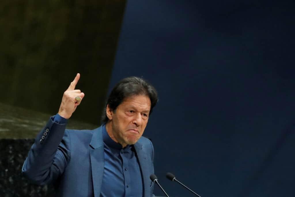 رئيس وزراء باكستان عمران خان يثير ضجة واسعة بعد ربطه بين الإغتصاب ولباس المرأة!