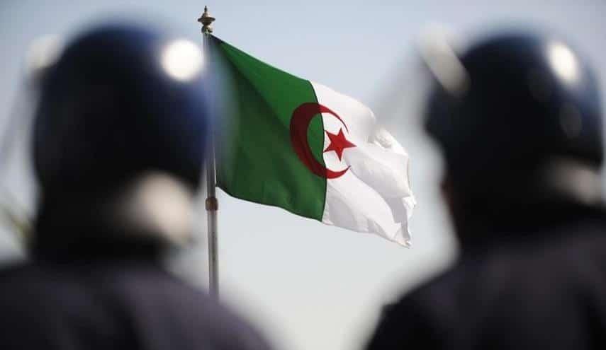 جريمة تهزّ الجزائر .. قتلوا شاباً في محلّة وقطعوا يده ليستخدموها في سرقة سيارته!!