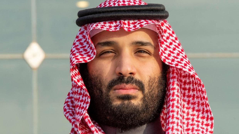 """""""بملابس ضيقة على الخصر والجسد"""" .. """"بن سلمان"""" يسير على طريقة """"القذافي"""" ويُعين نساء بالحرس الملكي!"""