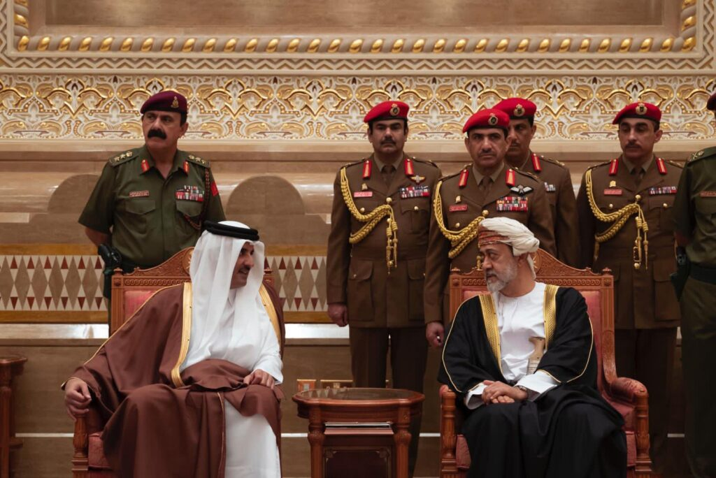 السلطان هيثم بن طارق أمام 3 أولويات متشابكة .. كيف سيؤثر فشل المصالحة على عُمان؟!