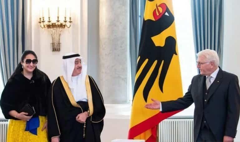 السفير السعودي في ألمانيا عصام بن إبراهيم بيت المال وزوجته مع الرئيس الألماني