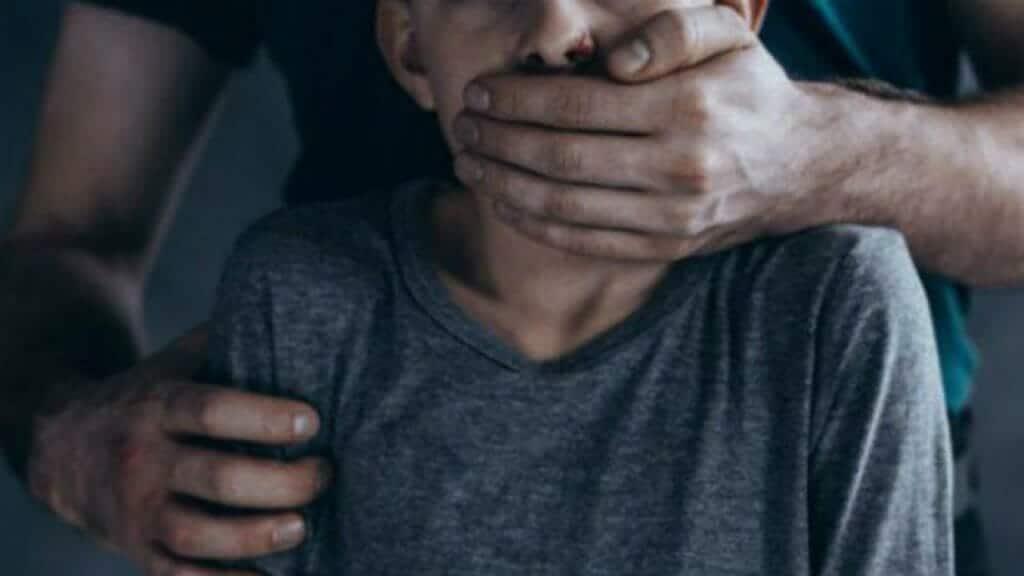 جريمة فظيعة تهزّ المغرب .. حارس مدرسة أفرغ شهوته الجنسية في 5 تلاميذ وفجّر غضباً واسعاً بفعلته!