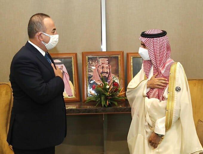 بعد تودد الملك سلمان لـ أردوغان .. هذا ما جرى بين وزيري خارجية تركيا والسعودية في العاصمة النيجيرية