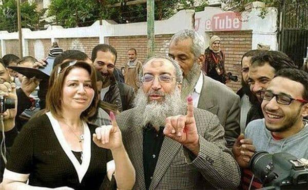 """السلفي ياسر برهامي يطبل للسيسي حتى يرضى عنه ويصدر فتوى """"سخيفة"""" بشأن عبارة """"إلا رسول الله""""!"""