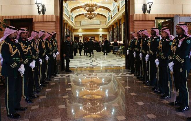 حُكام الإمارات يتلاعبون بالسعودية .. مفاجأة غير متوقعة عن ما يحدث في قصر الملك سلمان!!