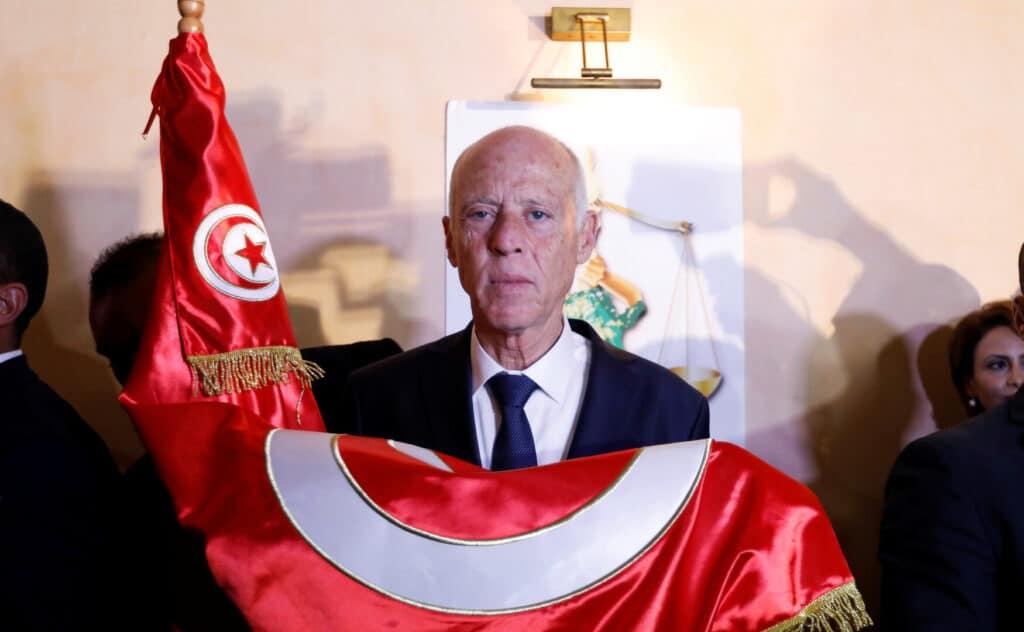 الرئيس التونسي قيس سعيد ينجو من محاولة اغتيال بمادة سامة داخل قصر قرطاج