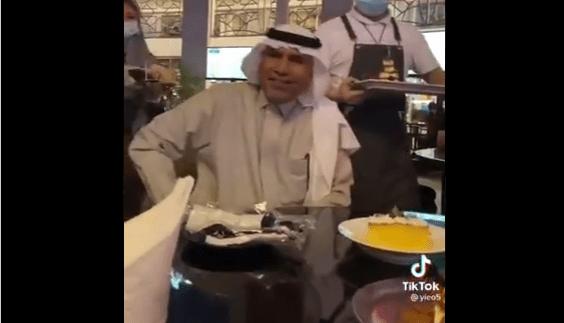 """""""بكى بحرقة"""".. """"شاهد"""" ماذا فعلن فتيات سعوديات مع والدهن وأصبحن حديث مواقع التواصل"""