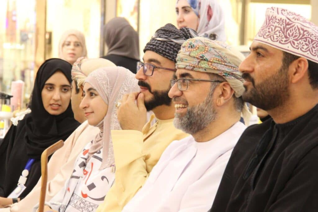 """اقتراح مسؤولة في سلطنة عمان يلقى تفاعلاً .. هل تحل """"الحكومة الإلكترونية"""" مشاكل العُمانيين؟!"""