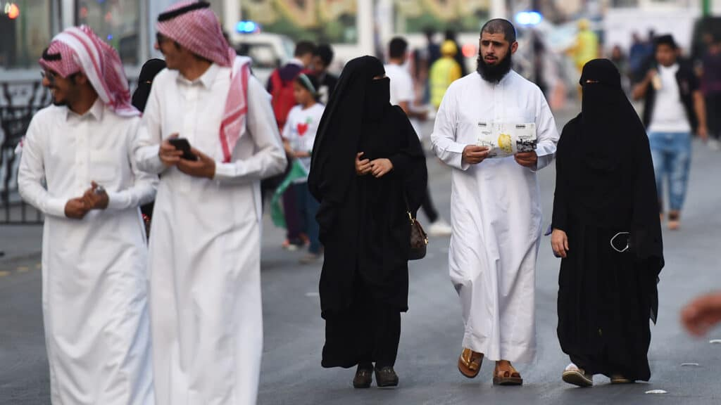 اعتقال الداعية السعودية عائشة المهاجري وإيداعها سجن ذهبان المعتقل به سلمان العودة
