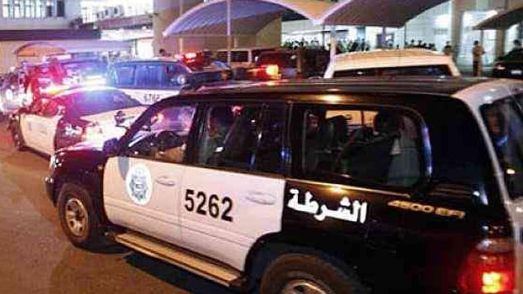"""الوافدون يعبثون بالكويت .. شاهد لحظة مداهمة أكبر """"وكر"""" وما عثر عليه رجال الأمن صادم!"""