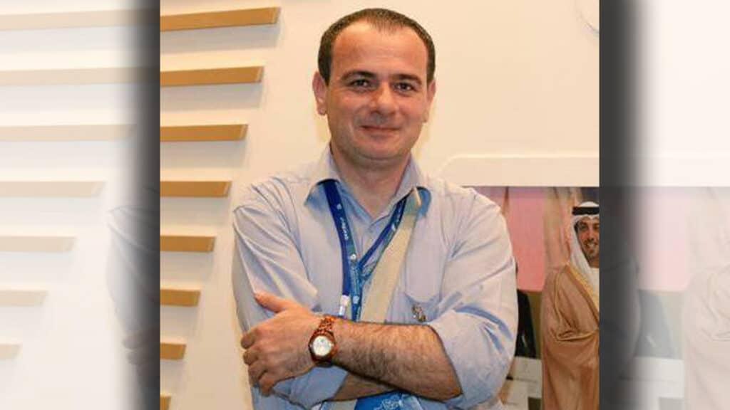 هددوه بالقتل اذا ظهر على الجزيرة.. وفاة الصحفي تيسير النجار الذي أذلته الإمارات في سجونها