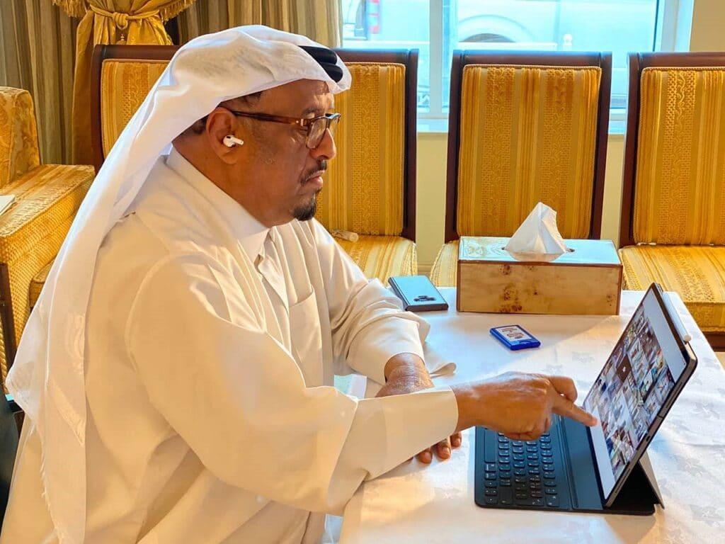 تغريدات حمد بن جاسم تغضب ضاحي خلفان فوجه له سؤالاً غريباً عن الحوثيين!