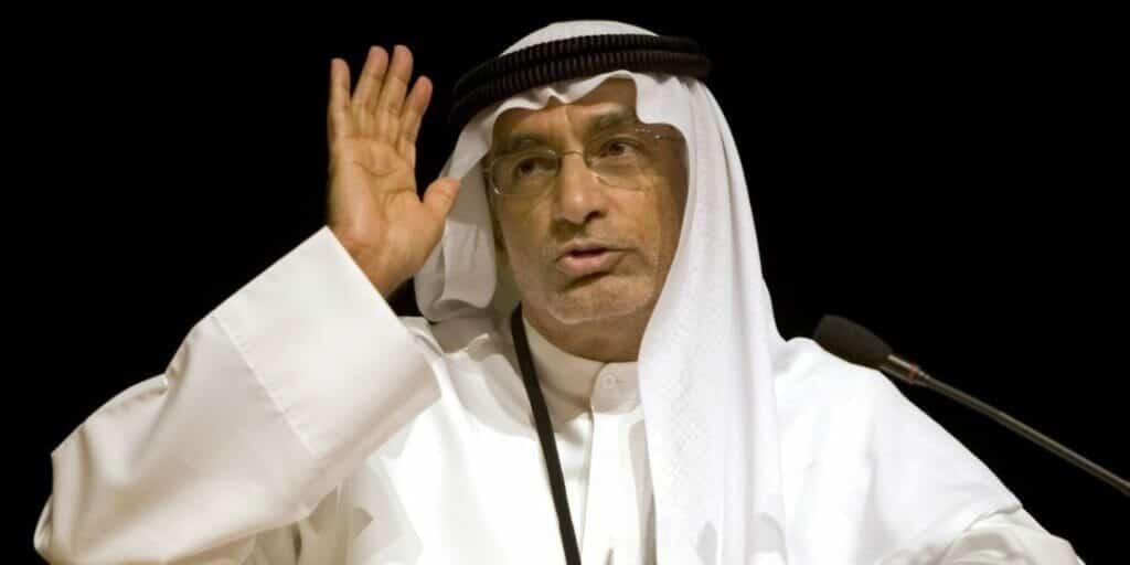 """علم المثليين يرفرف في سماء الإمارات.. وعبدالخالق عبدالله:""""علينا التكيف مع الأمر"""""""
