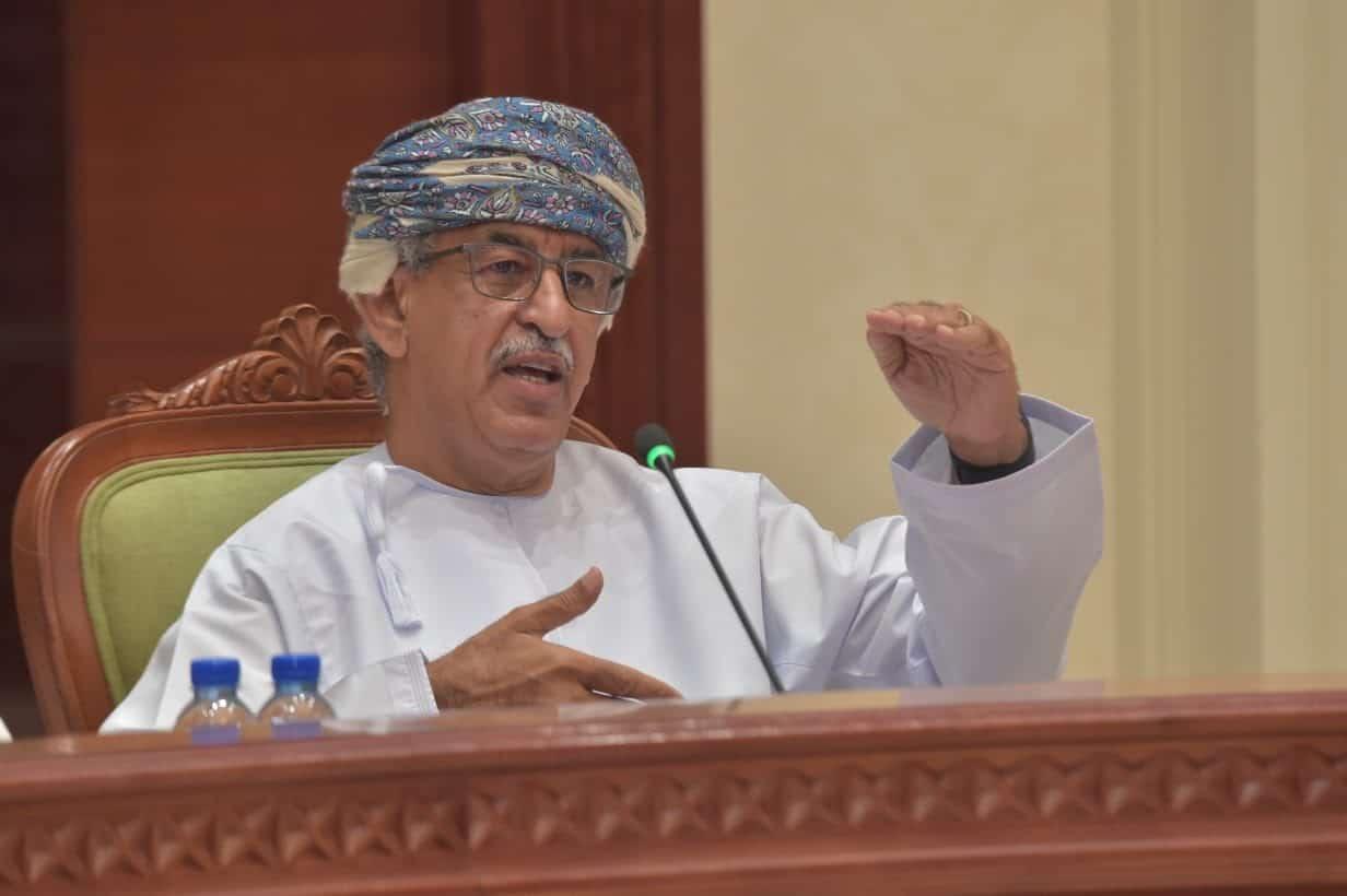 لماذا لم يتم تطعيم الوزراء والمسؤولين في سلطنة عمان بلقاح كورونا على الهواء مباشرة؟