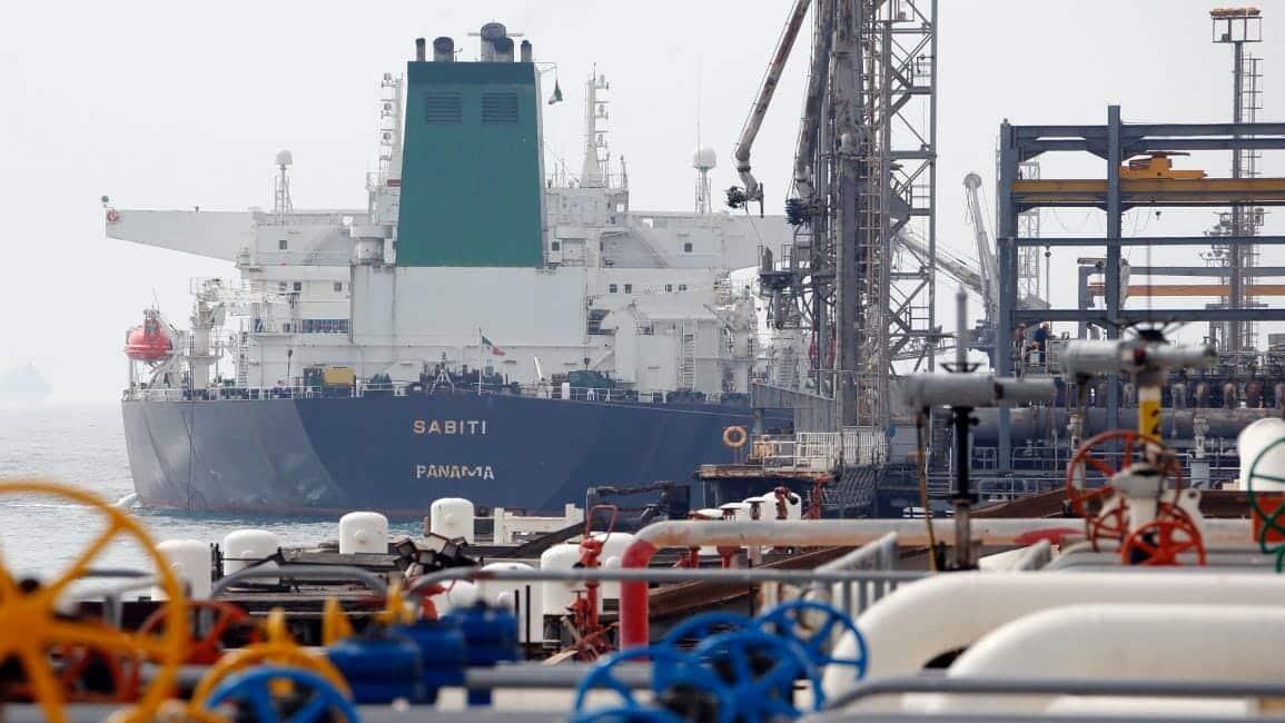 هكذا ساعدت الإمارات إيران في تهريب نفطها إلى الصين رغم عقوبات حلفيها السابق ترامب
