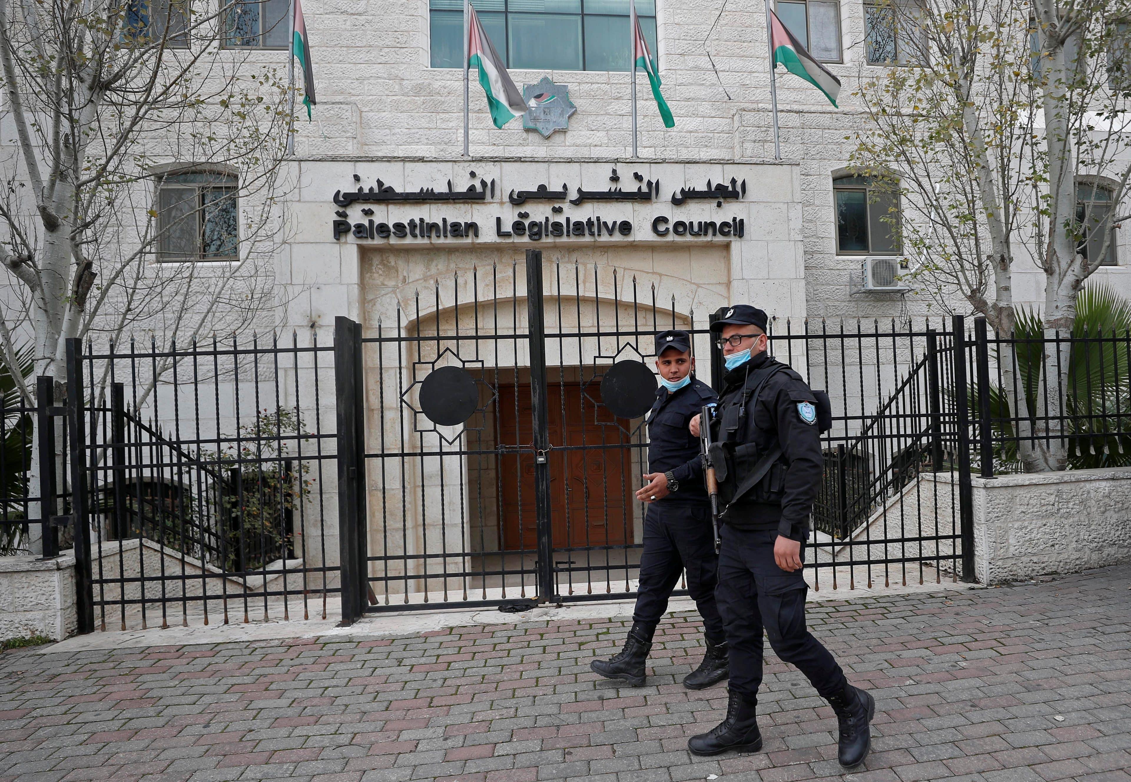 """""""وطن"""" تكشف كواليس الانتخابات الفلسطينية و400 مليون دولار التي قدمتها الامارات لدحلان"""