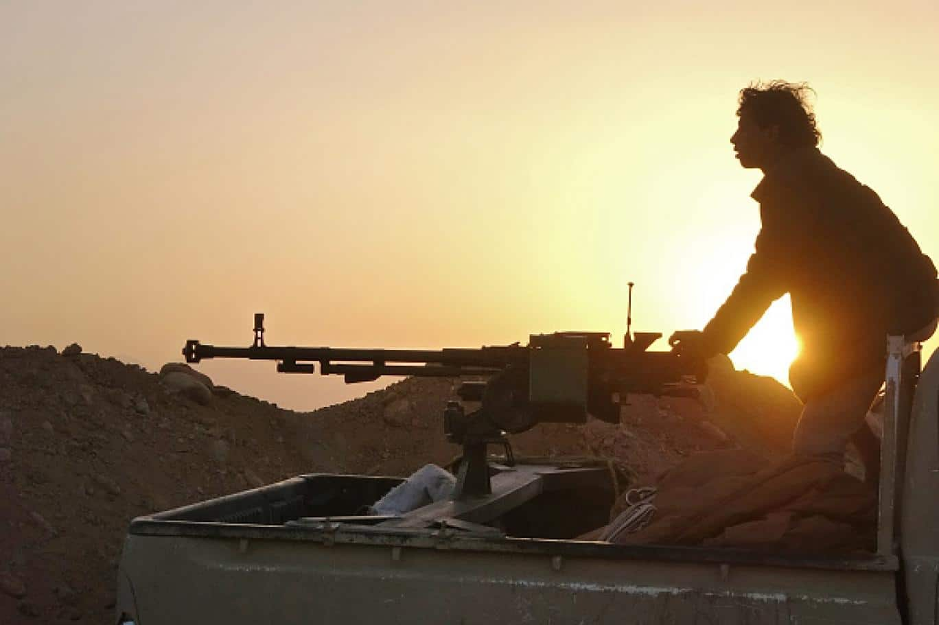 ضابط إماراتي يكشف عن مؤامرة يقودها التحالف مع الحوثيين لإسقاط المقاومة اليمنية