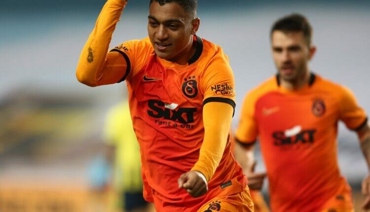 السلطات المصرية توقف اللاعب المصري مصطفى محمد وتمنعه من السفر