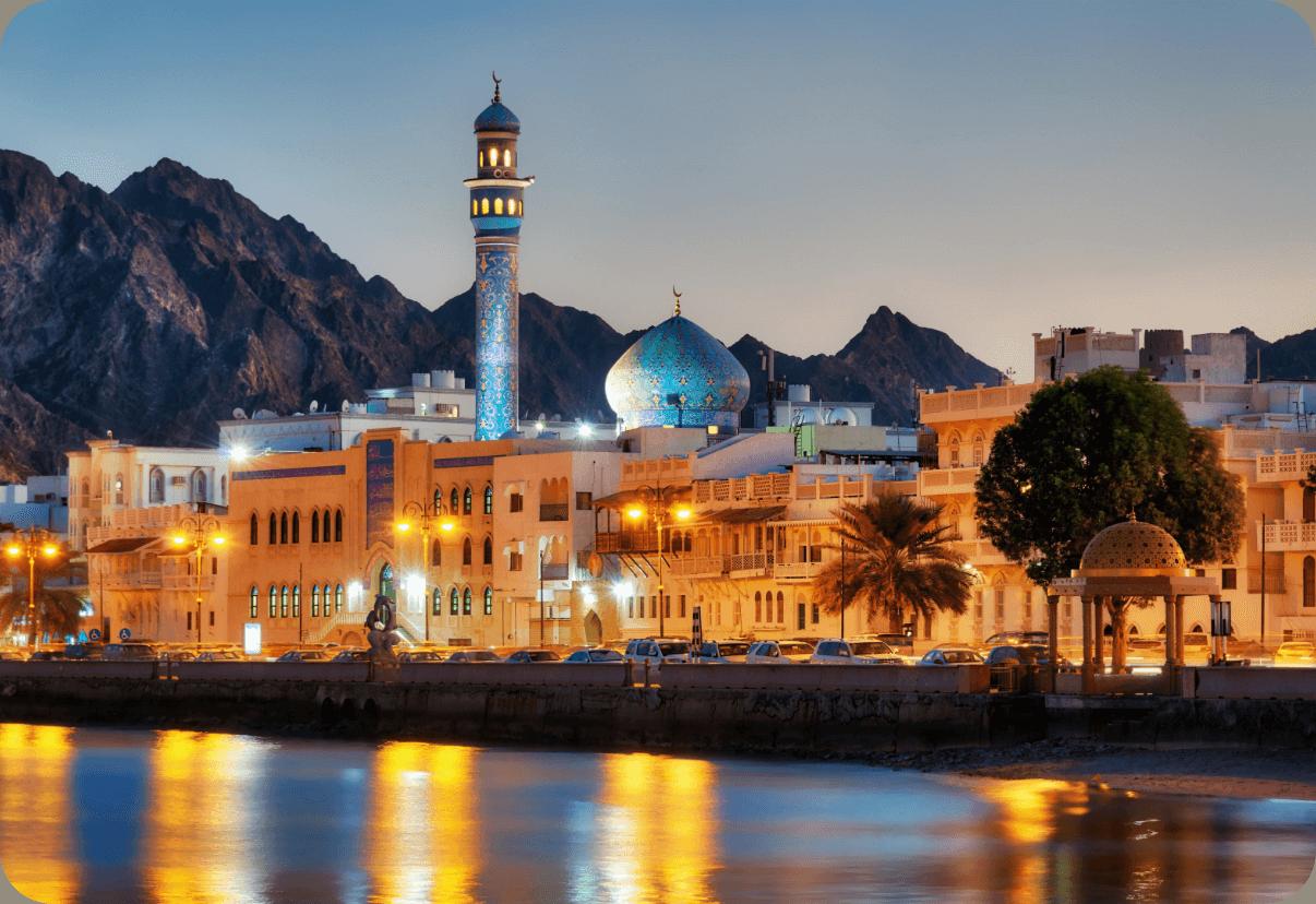 وزارة العمل تسرح عمال في سلطنة عمان