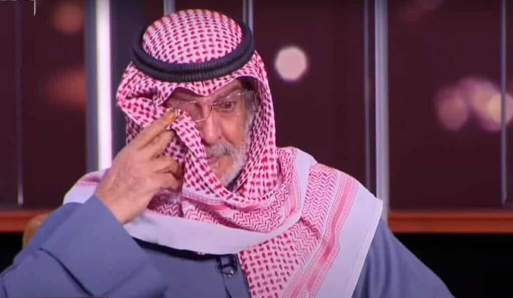 والد الفنان مشاري البلام ينهار باكياً ويكشف الإبرة التي أنهت حياة ابنه وليس لقاح كورونا!