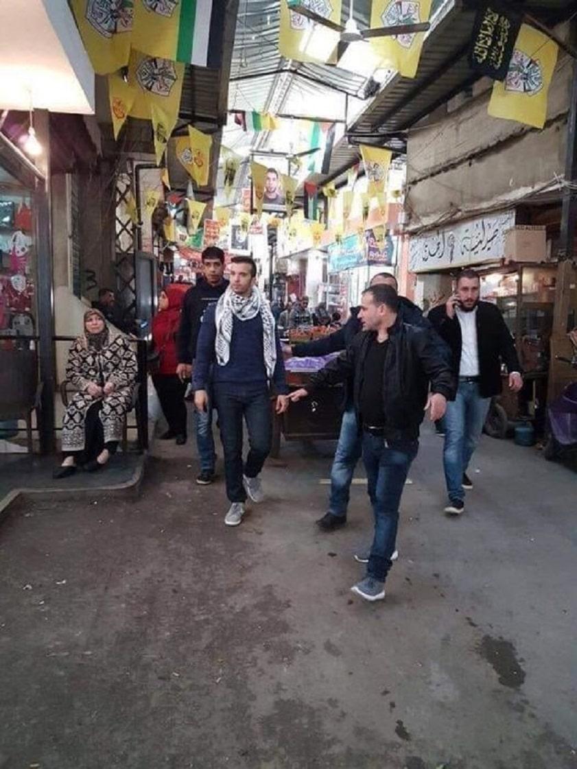 """كاتب فلسطيني يفضح """"المناضل"""" فادي محمد دحلان العائد إلى غزة بعد رحلة كفاح في بارات دبي"""