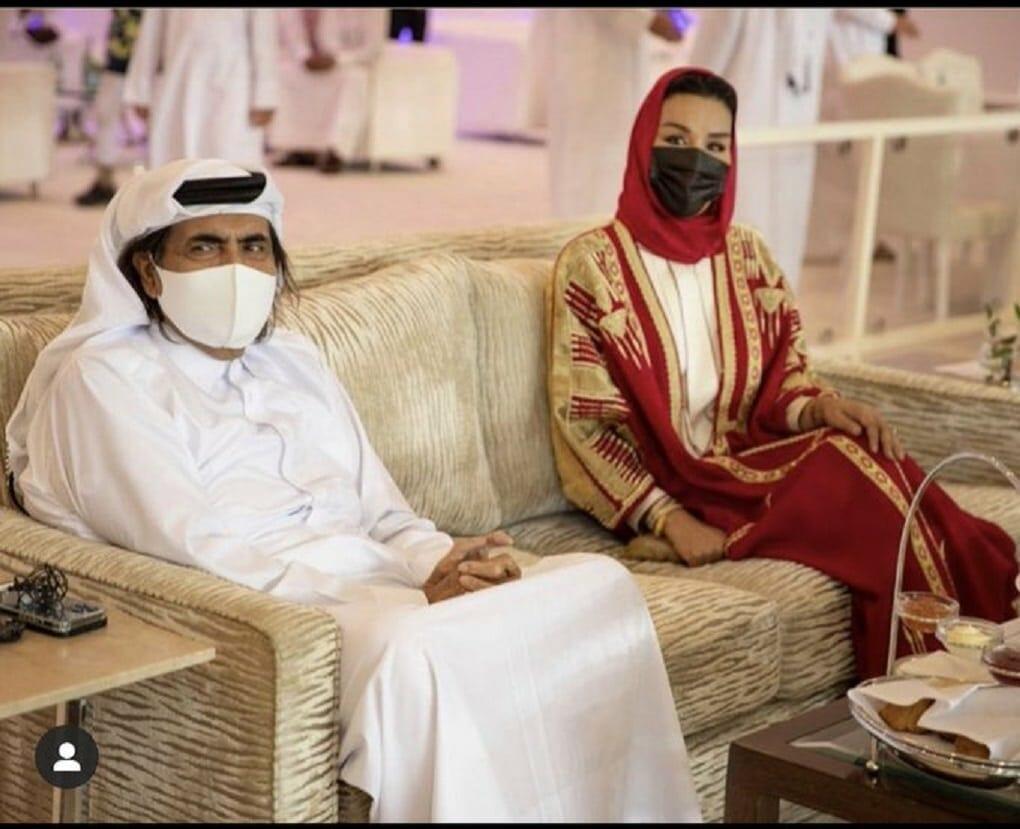ظهور نادر للشيخ حمد بن خليفة وزوجته الشيخة موزا يثير تفاعلاً واسعاً