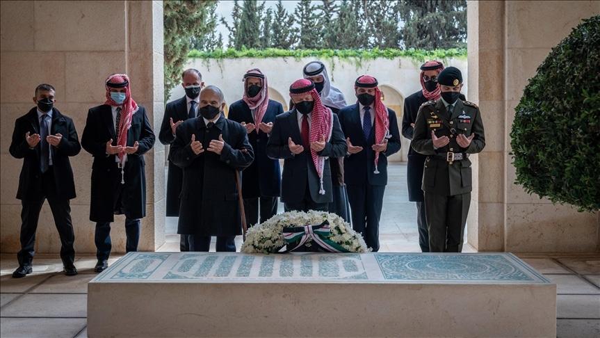 شاهد كيف ظهر الأمير حمزة مع الملك عبدالله الثاني لأول مرّة بعد الأزمة ووضعه قيد الإقامة الجبرية