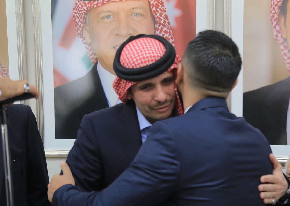 هل تجاوز الأمير حمزة بن الحسين خط العائلة الهاشمية الأحمر؟