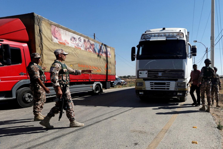 السعودية تمنع 400 شاحنة أردنية من دخول أراضيها.. هل لباسم عوض الله علاقة بالأمر؟