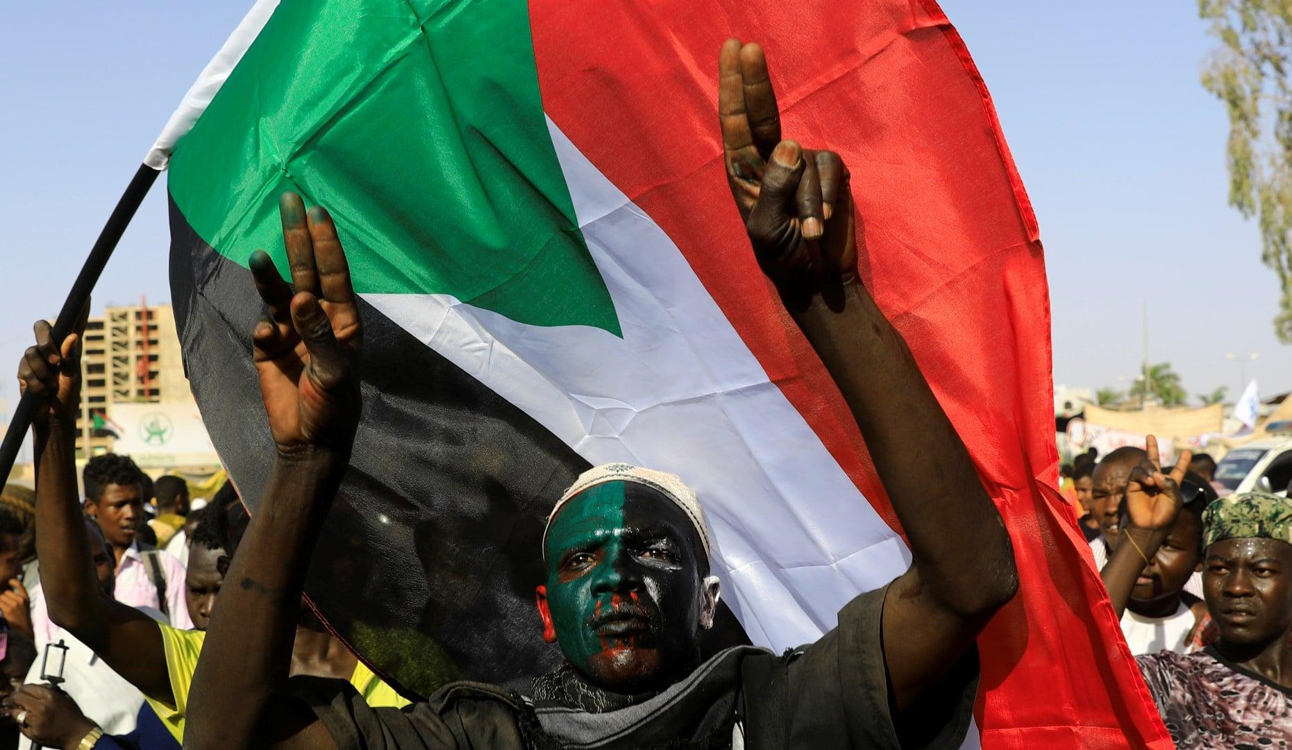 إسرائيل وأمريكا طلبتا من السودان مصادرة أموال حماس مقابل تعهدات بإنعاش اقتصاد الدولة